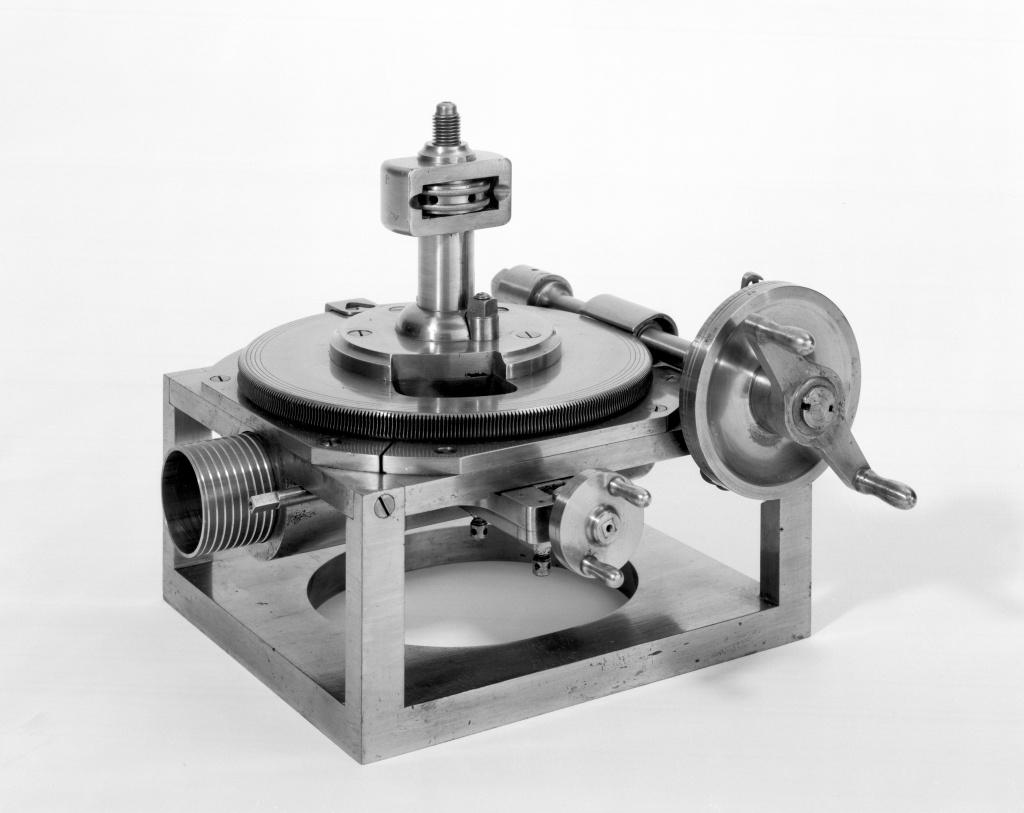 Устройство для изготовления винтов, разработанное Генри Модсли